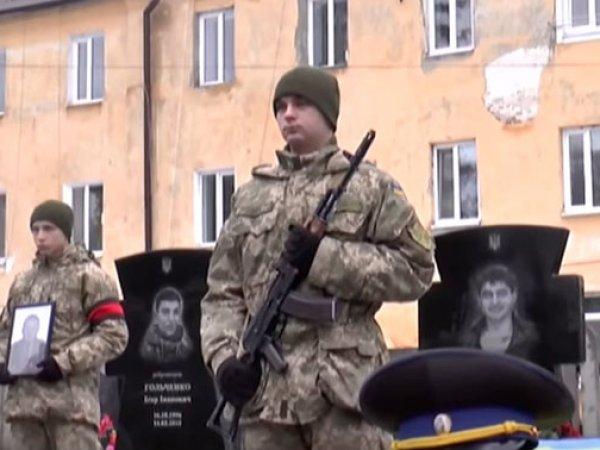 В Сумах подполковника СБУ похоронили под окнами пятиэтажки