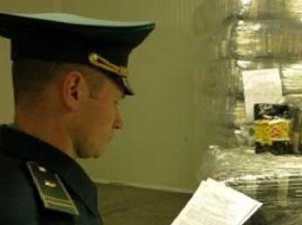 Из-за новых правил ФТС тысячи посылок россиян застряли на таможне