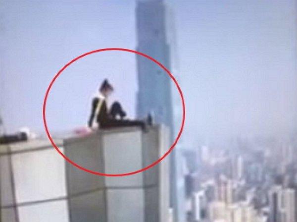 Известный китайский руфер сорвался с крыши небоскреба