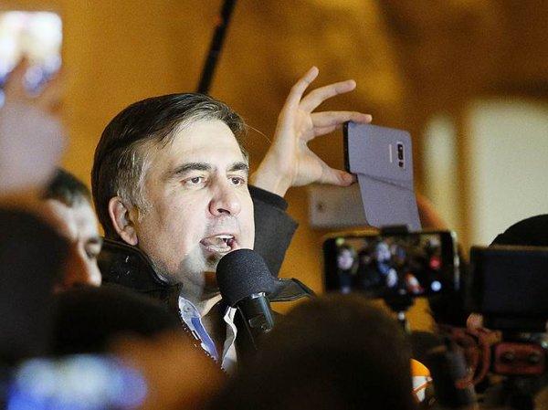 Саакашвили написал письмо Порошенко с предложением мира
