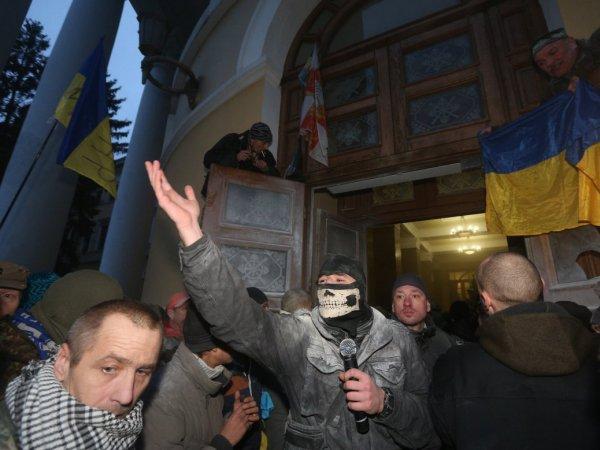 При штурме Октябрьского дворца в Киеве пострадали 60 нацгвардейцев