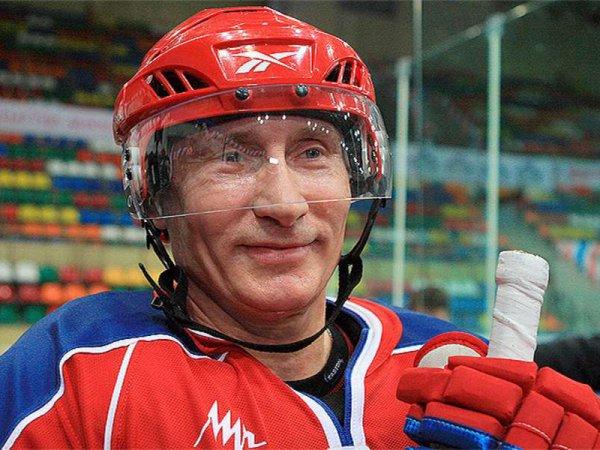 Владимир Путин забил пять шайб в матче Ночной хоккейной лиги на Красной площади