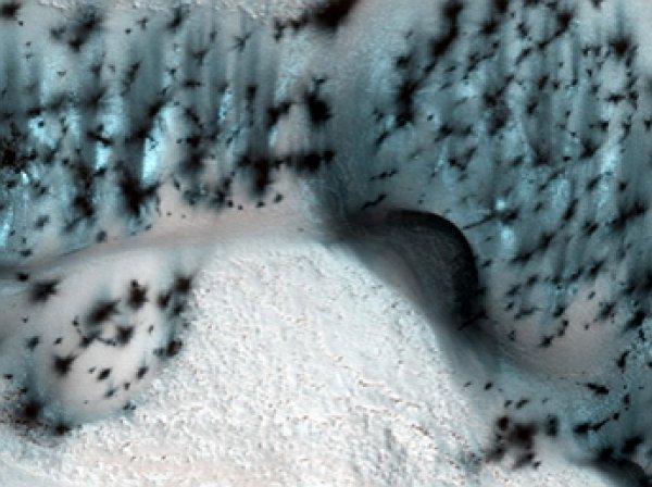 """NASA показало уникальные кадры """"зимнего"""" Марса"""