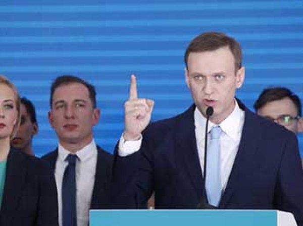 ЦИК приняла у Навального документы для выдвижения кандидатом в президенты РФ