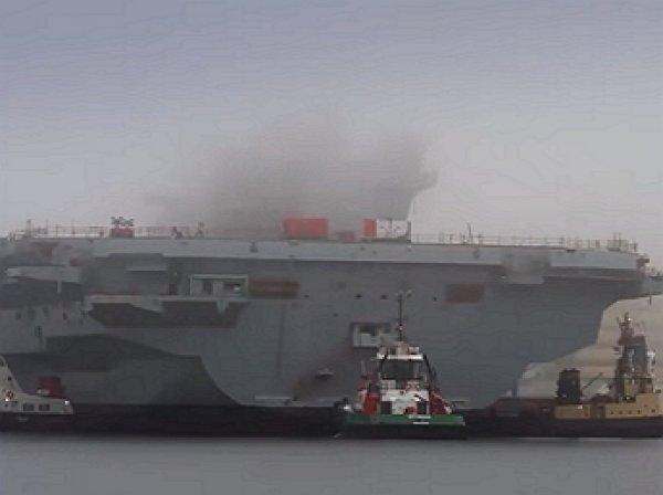 Авария британского авианосца попала навидео