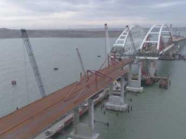 Строители возвели все опоры моста в Крым и рассказали, когда по нему откроют движение