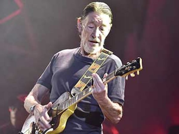 В Британии певца Криса Ри госпитализировали после обморока на концерте