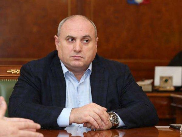 Махачкалинский мэр посоветовал недовольному горожанину принять успокоительное