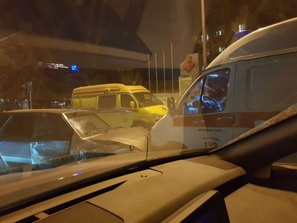 В Стокгольме на вызов прибыла скорая помощь с российскими номерами