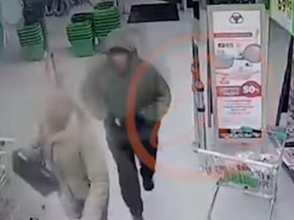 """Подозреваемый в исполнении взрыва в петербургском """"Перекрестке"""" попал на видео"""