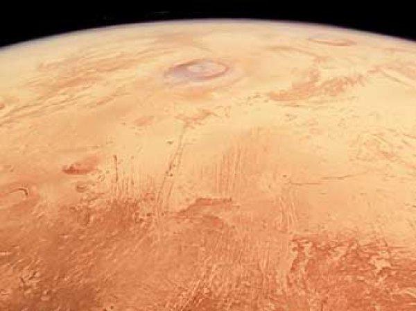 """Ученые ESA показали фото Марса """"в полный рост"""""""