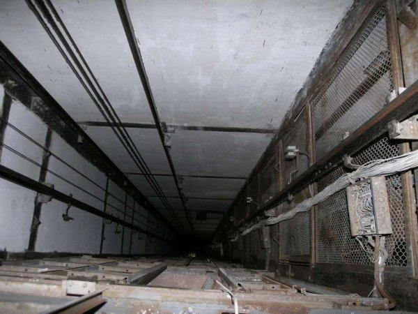 В жилом доме в Домодедово упал лифт с женщиной и ребенком