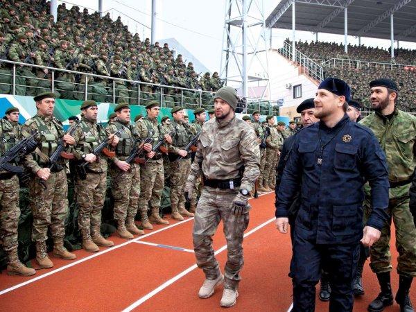 """СМИ: сотни вооруженных """"кадыровцев"""" штурмовали жилые дома в Гудермесе"""