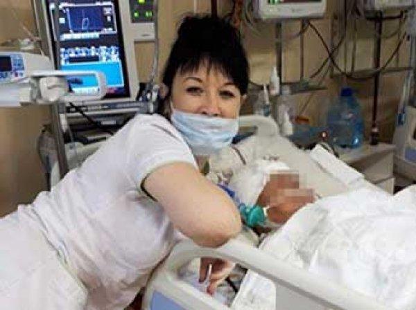 Скандал на Сахалине: медсестра устроила фотосессию на фоне немощных больных