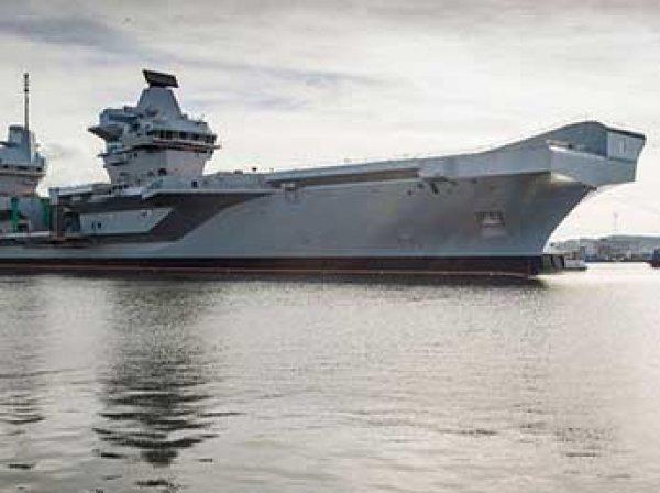 В Британции авианосец за  млрд дал течь сразу после спуска на воду