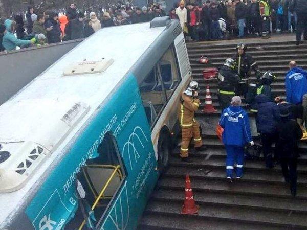 СМИ узнали последние слова водителя автобуса, протаранившего подземный переход в Москве