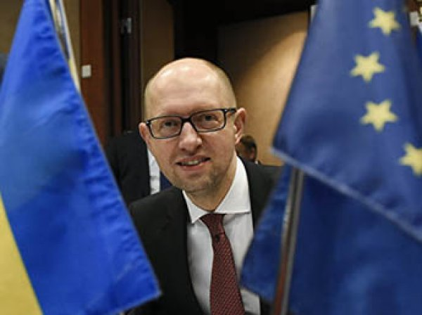Экс-премьера Украины Яценюка задержали в аэропорту Женевы