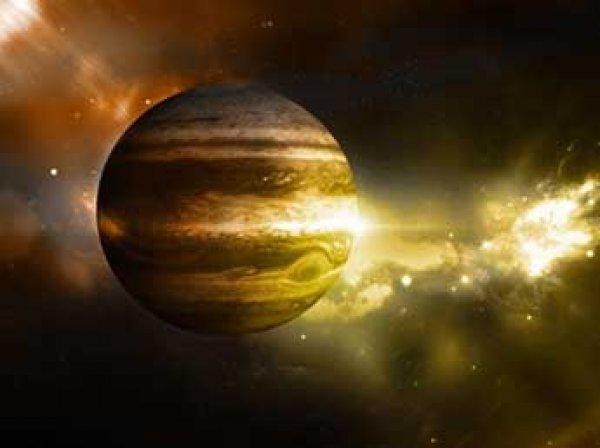 NASA показало фото загадочных облаков на Юпитере