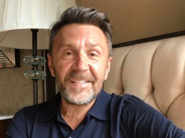 Шнуров оскорбил священников в новом стихотворении