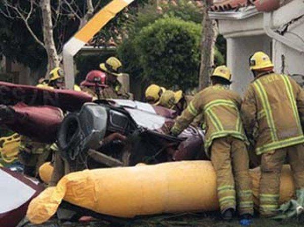 В США вертолет с пассажирами рухнул на жилой дом: есть жертвы