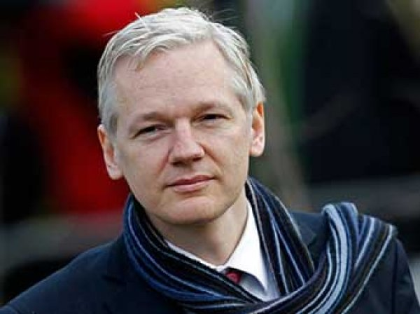 """""""Он сходит с ума"""": врачи Ассанжа бьют тревогу после пяти лет заключения главы Wikileaks в посольстве"""