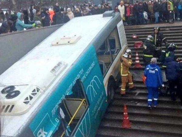Следствие предъявило обвинение водителю автобуса, въехавшего в подземный переход в Москве