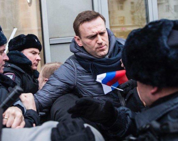 """В Москве полиция задержала Навального на """"забастовке избирателей"""""""