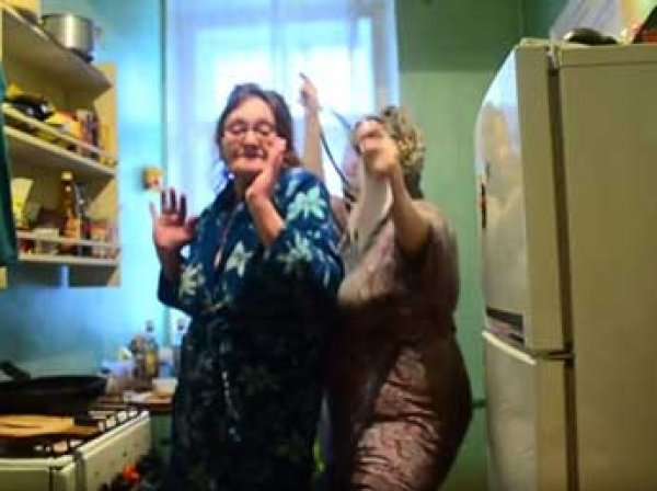 Питерские пенсионерки сняли свой видеоклип в поддержку ульяновских курсантов
