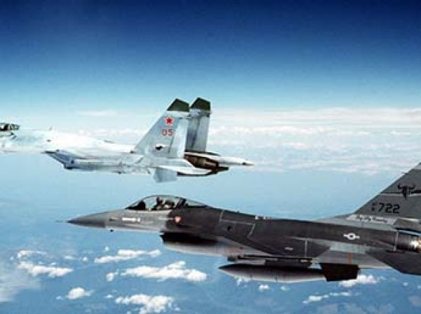 """Госдеп призвал Россию прекратить """"опасные"""" сближения с боевыми самолетами США"""