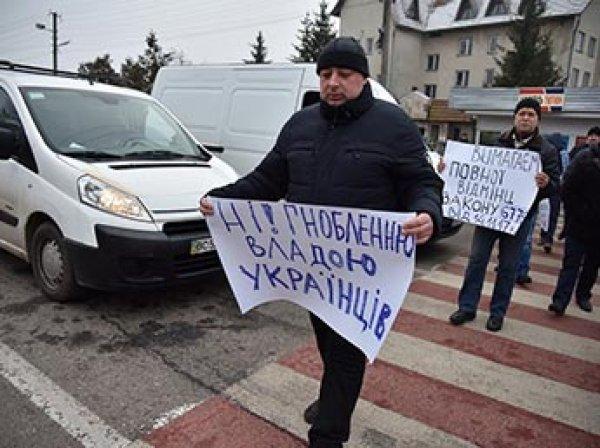 Митингующие украинцы заблокировали границу Украины с Польшей
