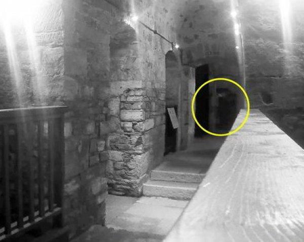 Призрак казненного в 1909 году убийцы попал на видео в старинной тюрьме