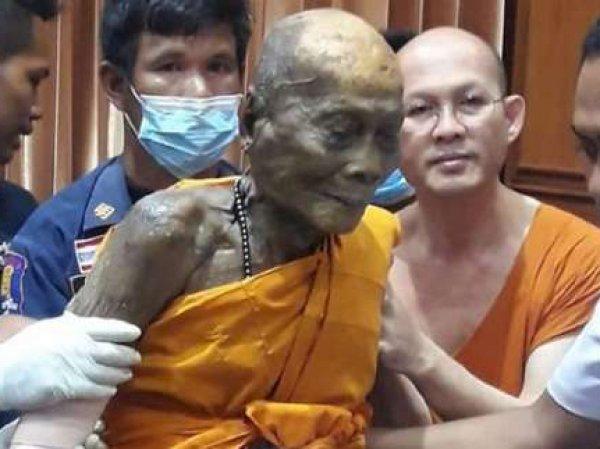 В Тайланде буддийский монах улыбнулся через 2 месяца после смерти