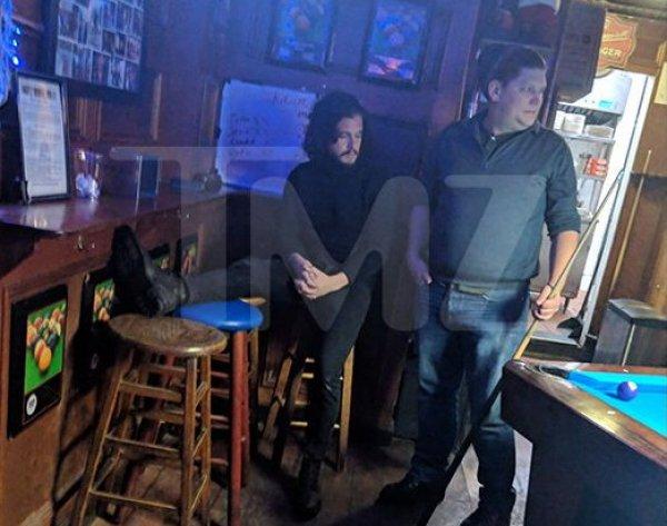 """""""Джон Сноу"""" устроил дебош в нью-йоркском баре"""