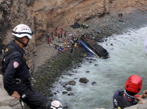 Жертвами аварии на «повороте дьявола» в Перу стали 48 человек