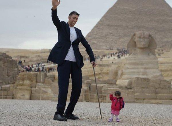 В Египте состоялась встреча самого большого мужчины и самой маленькой женщины