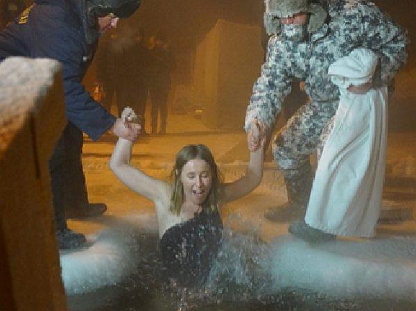 Ксения Собчак впервые окунулась в крещенскую прорубь в Томске