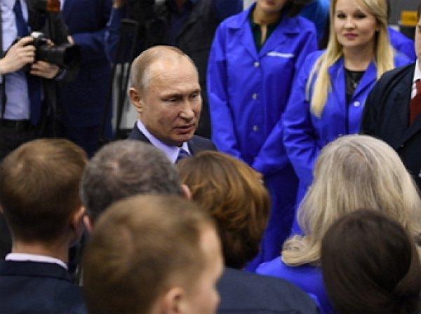 """""""Давайте я вас расцелую!"""":  Путин устроил """"обнимашки"""" с уфимским рабочим за трудовые успехи"""