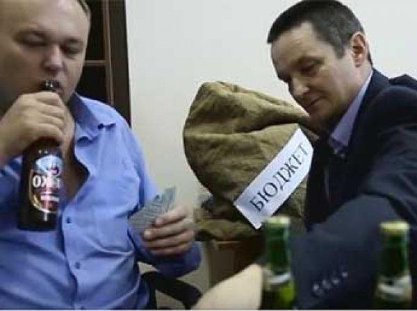 Главу оренбургского Минлесхоза уволили после скандального клипа со стриптизом