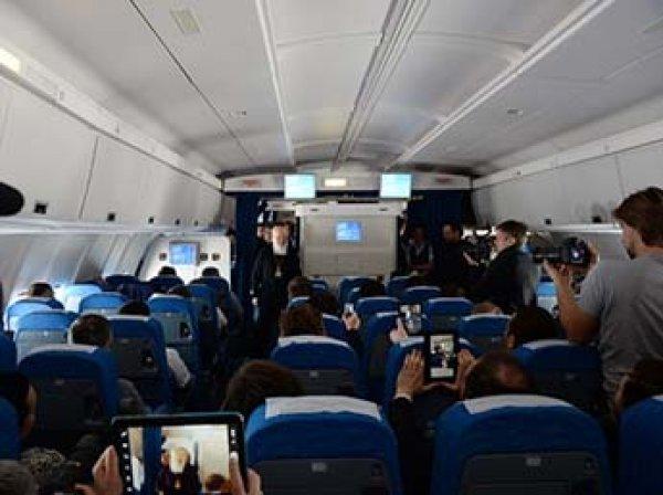 На борту летевшего из Москвы в Барнаул самолета умер пассажир