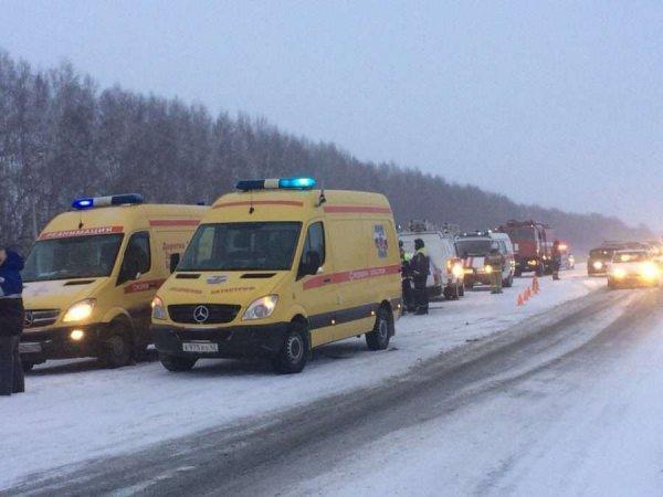 Авария в Кемеровской области: при столкновении автобуса и фуры погибли 6 человек (ВИДЕО)