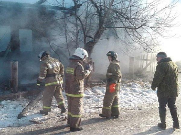 Трое детей погибли при пожаре в Свердловской области
