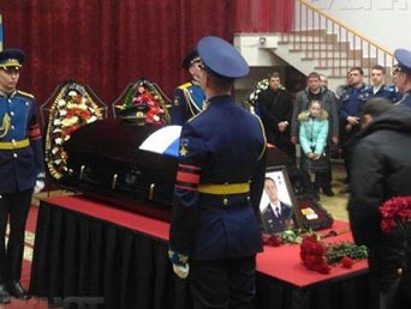 Шойгу простился с летчиком сбитого Су-25, а в Минобороны задумались о защите данных