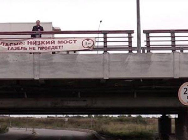 В питерский мост с надписью «Газель» не проедет» врезалась юбилейная 140-я «Газель»