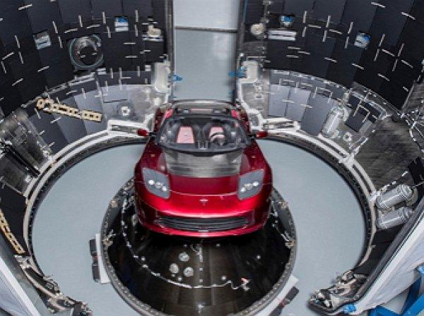 Илон Маск показал, как Tesla Roadster полетит в космос