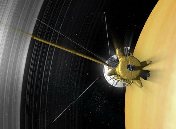 """Ученые показали последние фото, сделанные зондом """"Кассини"""" перед гибелью"""