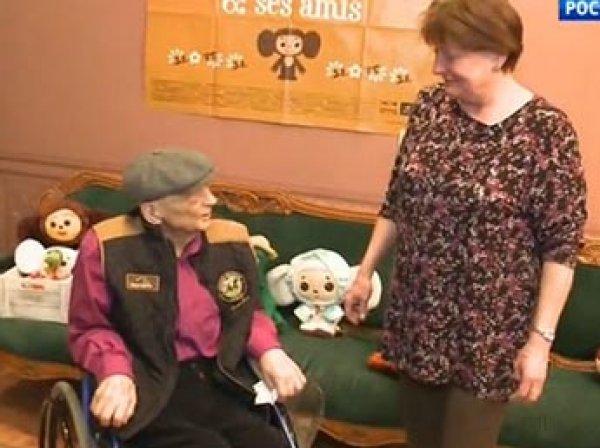 На ТВ показали, как тяжело больной писатель Эдуард Успенский передвигается в инвалидном кресле