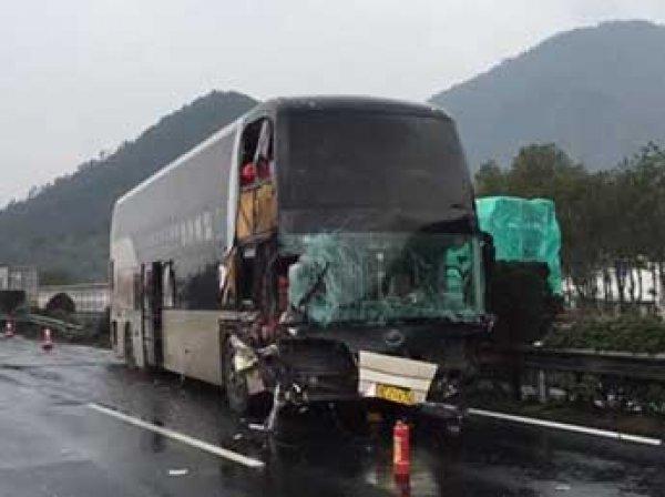 Серьезная авария в Китае – столкнулись грузовик и автобус: 7 человек погибли и 23 ранены
