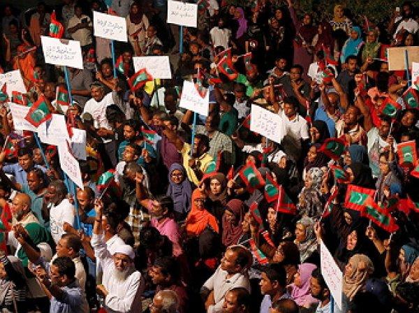На Мальдивах введено чрезвычайное положение