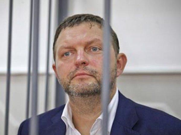 Судья признал Никиту Белых виновным во взяточничестве и предложил присесть