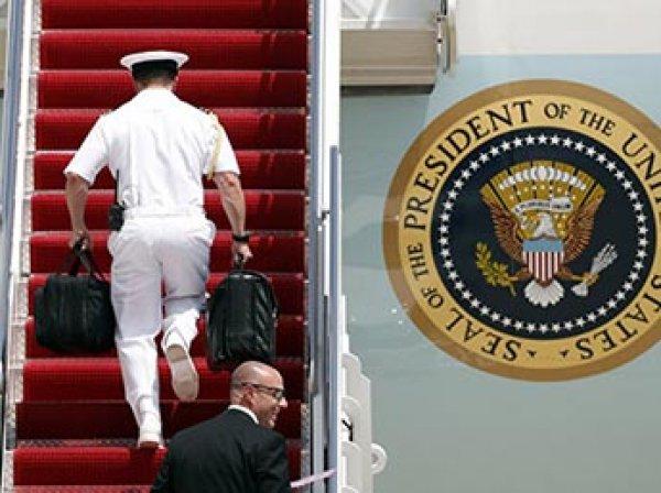 СМИ: спецслужбы США и Китая едва не подрались из-за ядерного чемоданчика Трампа